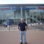Aeropuerto John Lennon de Liverpool - José ante él
