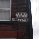 Cartel de la calle donde vivio George