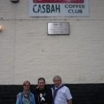 Conchi, Rory Best y Jose a la entrada del Casbah Coffe Club