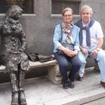 Estatuta de Eleanor Rigby con Conchi y José