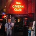 José en la puerta de The Cavern