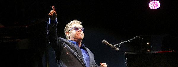 Elton-John-durante-su-actuacio_54411592642_51351706917_600_226