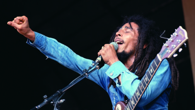 Bob Marley Singing with Clenched Fist -musica_marley_b.jpg de ArchivoABC-