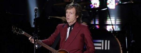 Paul-McCartney-en-el-Candlesti_54413740463_51351706917_600_226