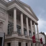Royal Opera House (también conocido como Covent Garden) con 2.200 localidades edificio antiguo