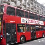 Tipico autobus ingles con publicidad de The Commiments