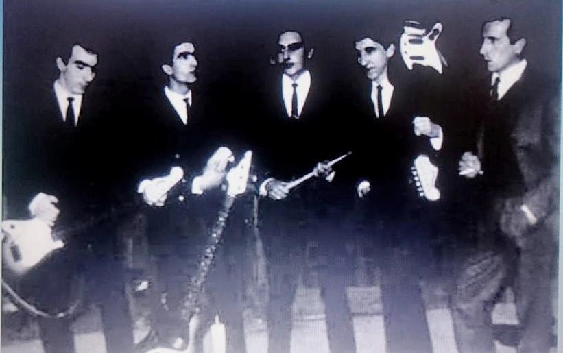 Jose Capone.primero a la derecha, con los Zeros