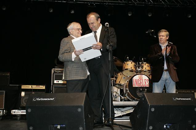 En Torrelavega Consejero-Cultura-homenaje-a-Federico-Llata-Carrera + Jose + los angeles